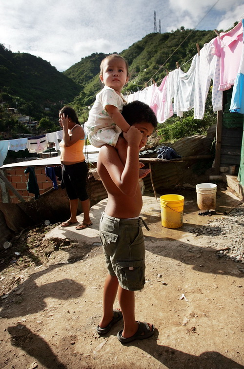 Бедность в латиноамериканских странах возрастает. Фото: Mario Tama/Getty Images