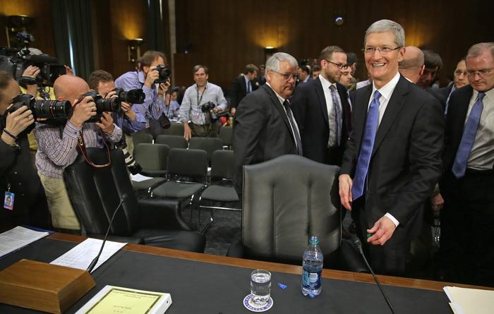 Беседа стоимостью более полумиллиона долларов. Глава корпорации Apple Тимоти Кук. Фото: Chip Somodevilla/Getty Images