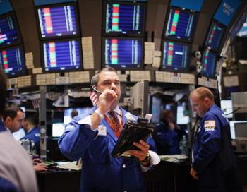 Фондовые рынки мира колеблются в ожидании результатов встреч в США. Фото: Spencer Platt/Getty Images