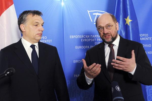 Президент Евросоюза Мартин Шульц (справо)и премьер – министр Венгрии Виктор Орбан.Фото: THIERRY CHARLIER/AFP/Getty Images