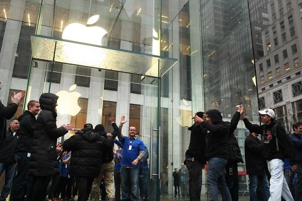1. Магазин Apple Store на 5-ом авеню в Манхетене в Нью-Йорке. Фото: Spencer Platt/Getty Images