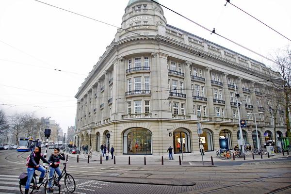 6. Магазин Apple Store в Амстердаме, Бельгтя. Фото:  ADE JOHNSON/AFP/Getty Images