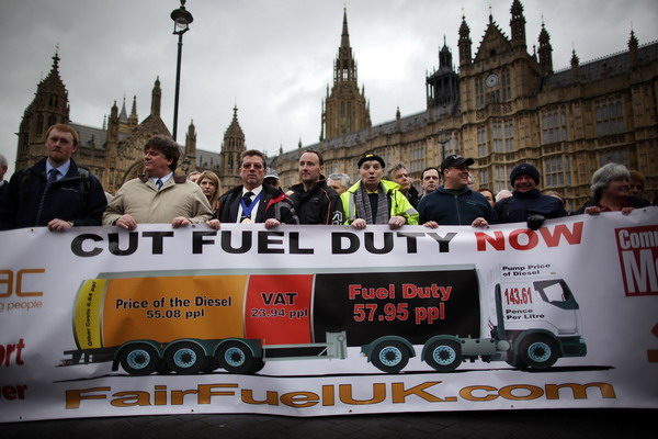 Бензин в Великобритании на Пасху будут развозить военные. Фото: Peter Macdiarmid/Getty Images