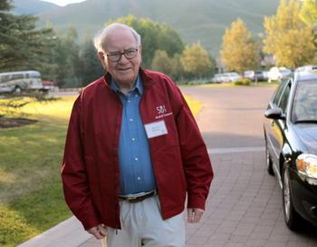 В мире финансов инвестор Уорен Баффет стал барометром удачи.Фото: Scott Olson/Getty Images