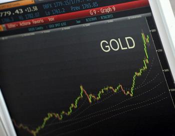 Цены на золото начали падать. Фото: BERTRAND GUAY/AFP/Getty Images