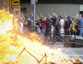 Волна протестов прокатилась по Испании. Барселона 29 марта 2012 года. Фото: JOSEP LAGO/AFP/Getty Images