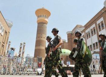 Китайские силы безопасности демонстрируют свое присутствие в Синьцзяне. Фото: .n-tv.de