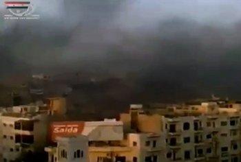 Облако дыма над городом Хама в Сирии, стоп-кадр видеосъемок телеканала al-Arabija, трансляция 1 августа. Фото:  spiegel.de