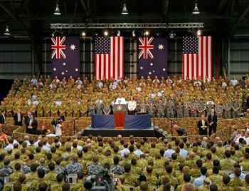 Обама во время выступления перед австралийскими солдатами. Фото: spiegel.de