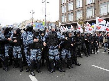 Многие украинцы боятся полиции. Фото:de.nachrichten.yahoo.com