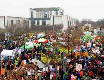 Многотысячные протесты против аграрной индустрии прошли в Германии. Фото: tagesspiegel.de