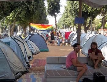 Сотни израильтян в центре Тель-Авива поселились в палатках в знак протеста против непомерной квартплаты. Фото: welt.de