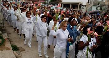 Дамы в белом собираются встретить Папу Римского на Кубе. Фото: rp-online.de
