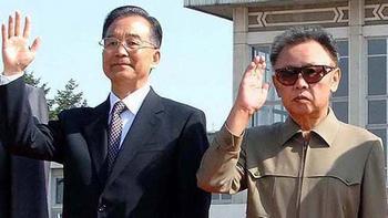 Традиционно хорошие взаимоотношения: премьер-министр Китая Вэнь Цзябао с Ким Чен Иром в 2009 г. в Пхеньяне. Фото: tagesschau.de