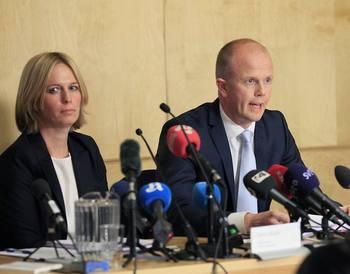 Обвинитель Свейт Холден и Инга Бейер Енг комментируют психическую экспертизу Андерса Брейвика. Фото: focus.de