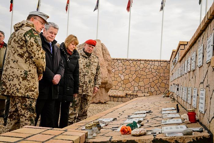 Президент Германии Йоахим Гаук посетил Афганистан с 17 по 19 декабря 2012 г. Фото: Steffen Kugler/Bundesregierung-Pool via Getty Images