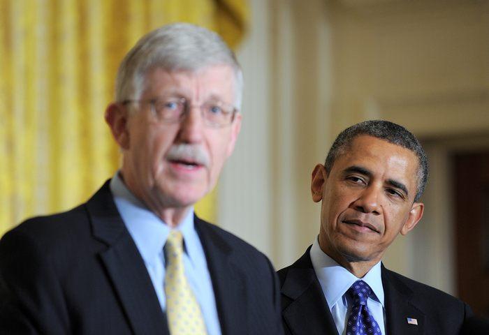 Президент США Барак Обама и директор национального Института здоровья Фрэнсис Коллинз объявили об инвестиции в широкомасштабный проект по изучению человеческого мозга 2 апреля 2013 года в Белом доме, Вашингтон, округ Колумбия. Фото: Alex Wong/Getty Images