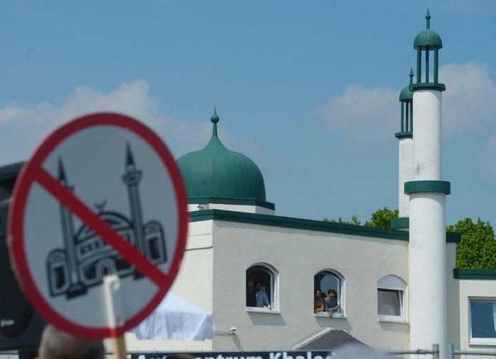 Представители партии Pro NRW в ходе предвыборной борьбы в Германии дали старт кампании «Свобода вместо ислама». Фото: Thomas Starke/Getty Images