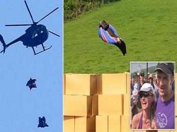 Гари Коннери, одетый в «крылатый» костюм, удачно приземлился после прыжка с 731-метровой высоты. Фото: rai.it
