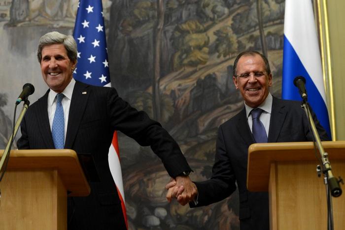 Джон Керри и его российский коллега Сергей Лавров на пресс-конференции в Москве 7 мая 2013 г. Фото: KIRILL KUDRYAVTSEV/AFP/Getty Images