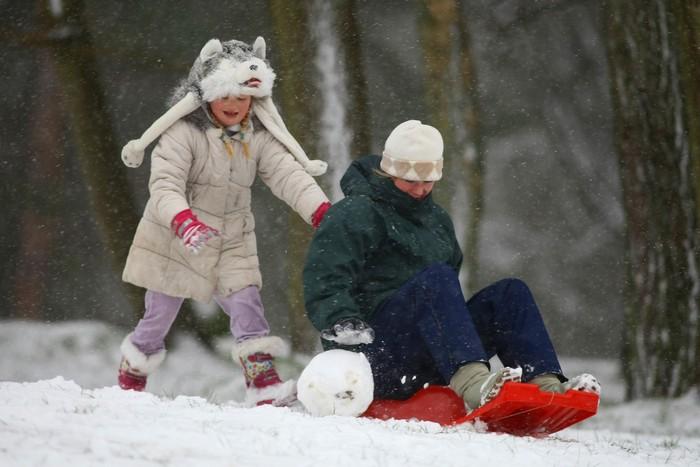 В Англию вернулась зима и засыпала всё снегом 11 марта. Фото: Jordan Mansfield/Getty Images