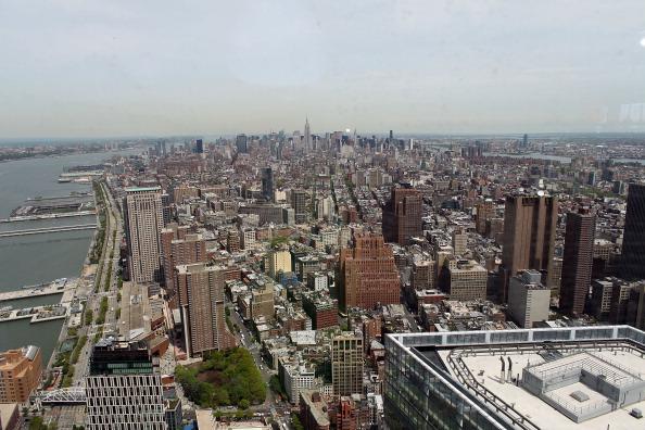 Вид Манхэттена с одного из верхних этажей строящегося небоскрёба «Башня Свободы» в Нью-Йорке. Фоторепортаж. Фото: Mario Tama/Getty Images