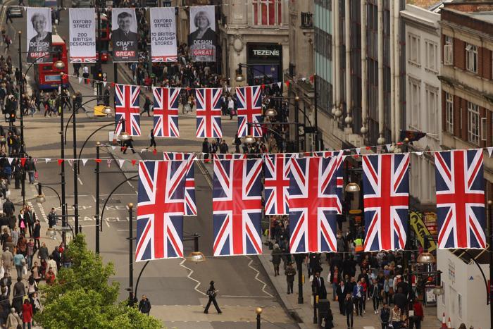 147 флагов развиваются на улице Оксфорд-стрит в честь предстоящего брильянтового юбилея королевы Елизаветы II в Англии. Фоторепортаж. Фото: Oli Scarff/Getty Images
