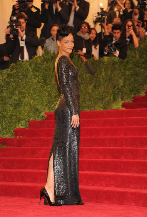 Рианна (Rihanna) на модном событии Нью-Йорка от «Эльза Скиапарелли и Миуччиа Прада». Фоторепортаж. Фото: Larry Busacca/Getty Images