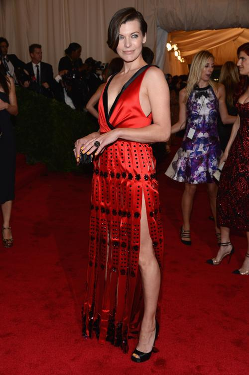 Милла Йовович (Milla Jovovich) на модном событии Нью-Йорка от «Эльза Скиапарелли и Миуччиа Прада». Фоторепортаж. Фото: Dimitrios Kambouris/Getty Images