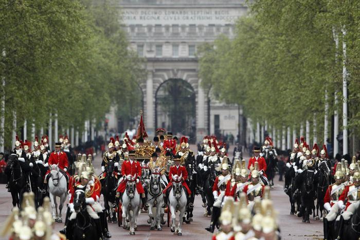 Королева Елизавета II прибывает обратно в Букингемский дворец. Фоторепортаж. Фото:  Dan Kitwood / Getty Images