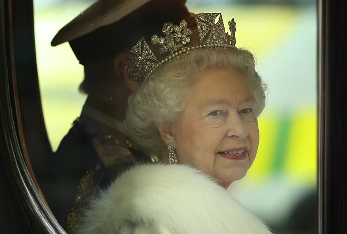 Королева Елизавета II едет в королевской карете в Вестминстерский дворец на открытие сессии парламента. Фоторепортаж. Фото:  Peter Macdiarmid/Getty Images