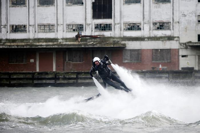 Демонстрация системы персонального полёта продемонстрировали на яхт-шоу London Boat Show в Лондоне, 12 января 2013 года. Фото: Matthew Lloyd / Getty Images