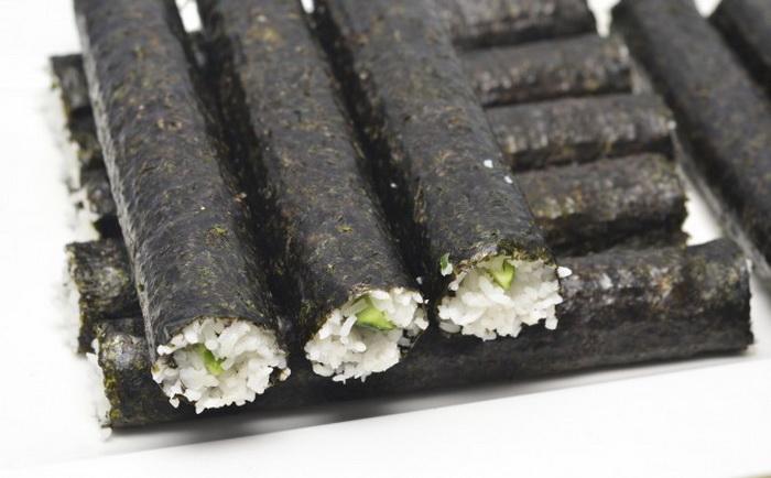 Водоросли нори — прекрасный источник омега-3 жирных ненасыщенных кислот и витаминов B-12 и C. Фото: RusN/photos.com