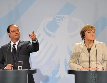 Франсуа Олланд и Ангела Меркель на пресс-конференции в Берлине 15 мая 2012 года. Фото: BERTRAND LANGLOIS/AFP/GettyImages