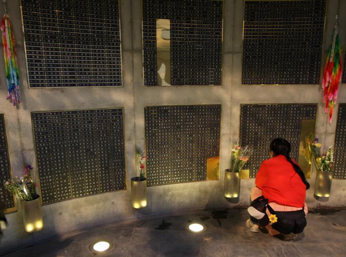 В Кобе вспомнили жертв землетрясения «Хансин» 1995 года, Япония, 17 января 2013 года. Фото: Buddhika Weerasinghe/Getty Images