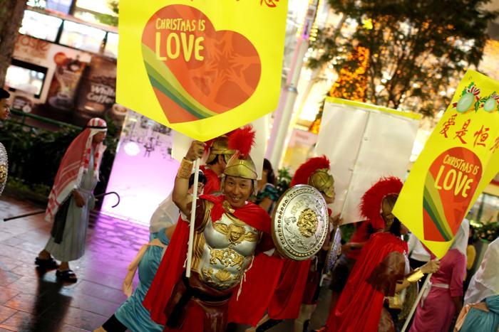 Празднование Рождества по Орчард-Роуд, 17 декабря 2012 года в Сингапуре. Фото: Chris McGrath / Getty Images