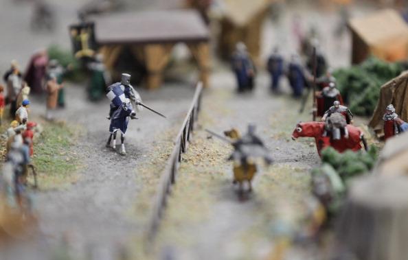 Миниатюрные фигурки на средневековом рыцарском турнире модели LOXX am ALEX в Берлине. Фоторепортаж. Фото: Sean Gallup / Getty Images