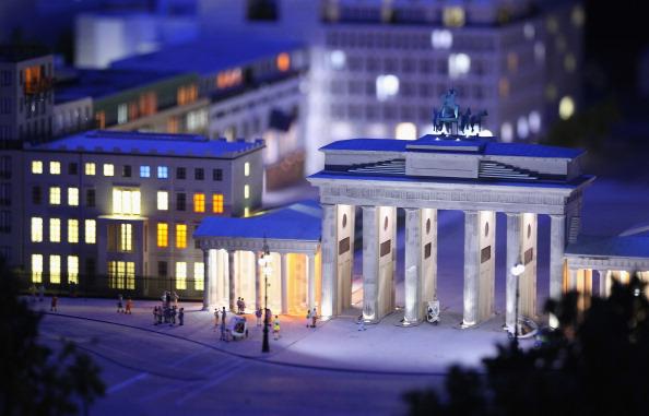 Модель Бранденбургских ворот Берлина в LOXX am ALEX. Фоторепортаж. Фото: Sean Gallup / Getty Images