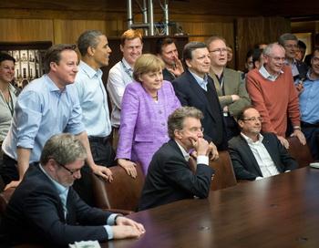 Лидеры 8 стран на саммите «Большой восьмёрки в Кэмп-Дэвиде, США, 19 мая 2012 года. Фото: Bergmann-Pool/Getty