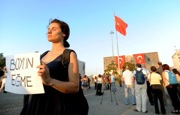 Жители Турции вышли на молчаливые акции протеста по всей стране. Фото: Burak Kara/Getty Images