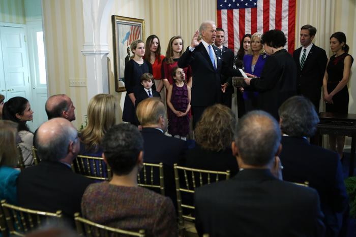 Церемония принятия присяги вице-президентом США Джозефом Байденом 20 января 2013 года, Вашингтон. Фото: Michael Reynolds-Pool/Getty Images