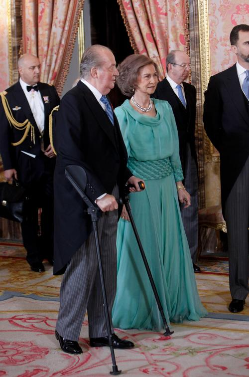 Королевская семья Испании принимает иностранных послов в Большом королевском дворце 23 января 2013 года, Мадрид. Фото: Caro Marin - Pool/Getty Images