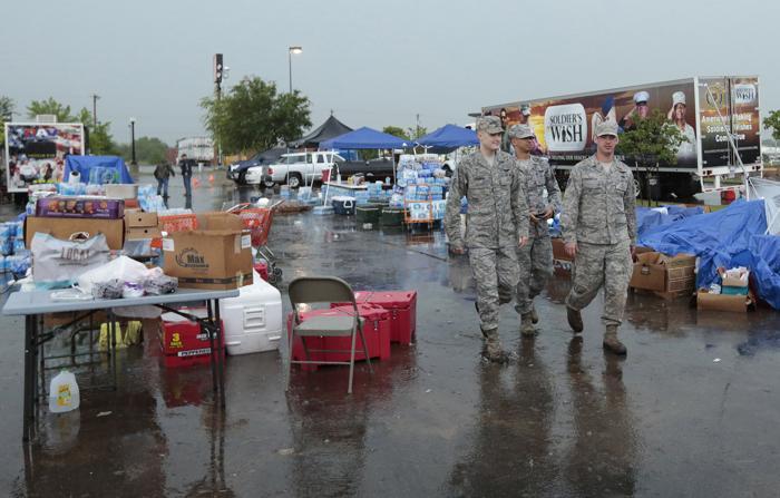 В штате Оклахома проводят восстановительные работы после Торнадо. Фото: Brett Deering/Getty Images