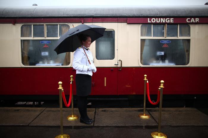 Первый паровоз отправился в путь по вновь открытой линии в Англии. Фото: Jordan Mansfield/Getty Images