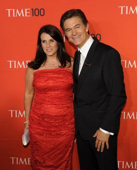 Мехмет Оз, кардиохирург, писатель, специалист по здоровому образу жизни, и его жена Лиза на праздновании Гала-100 в Нью-Йорке. Фоторепортаж. Фото: Fernando Leon/Getty Images for TIME