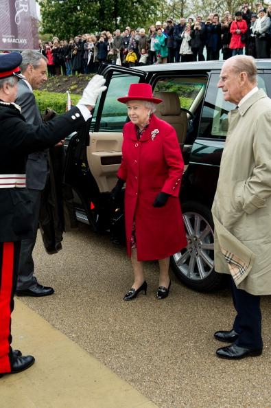 Елизавета II и принц Фелипп прибыли к Национальному морскому музею в Гринвиче. Фоторепортаж. Фото: Jamie Wiseman/WPA Pool/Getty Images