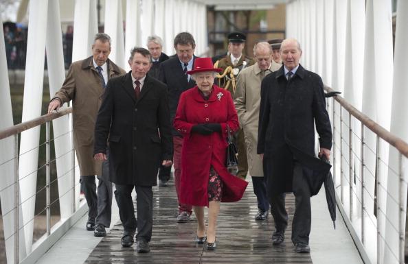 Елизавета II в сопровождении принца Филиппа, герцога Эдинбургского, посещают королевскую баржу «Глориана». Фоторепортаж. Фото: Jamie Wiseman/WPA Pool/Getty Images