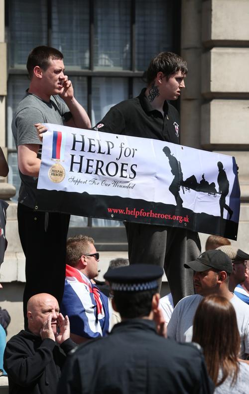 Больше тысячи человек вышли на демонстрации в центр Лондона в связи с убийством в Вулвиче. Фото: Peter Madiarmid/Getty Images