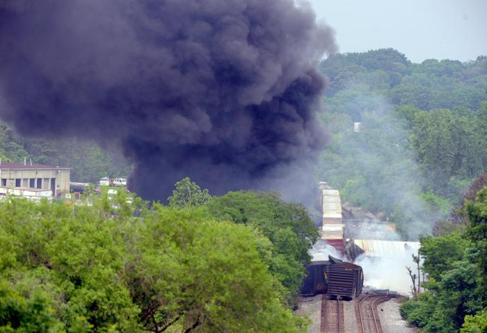 Поезд сошёл с рельс и взорвался в Балтиморе. Фото: Patrick Smith/Getty Images