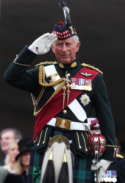 Фоторепортаж: принц Чарльз и герцогиня Корнуольская приняли военный парад  в Шотландии. Фото:WPA Pool/Getty Images